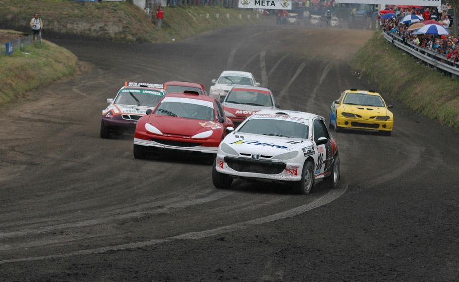 Coche de Talleres Arteixo participando en Autocross